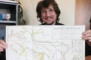 Badatel Petr Zajíček přiblíží v Moravském kartografickém centru ve Velkých Opatovicích staré mapy.