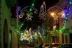 Vánočně vyzdobené ulice na Maltě.