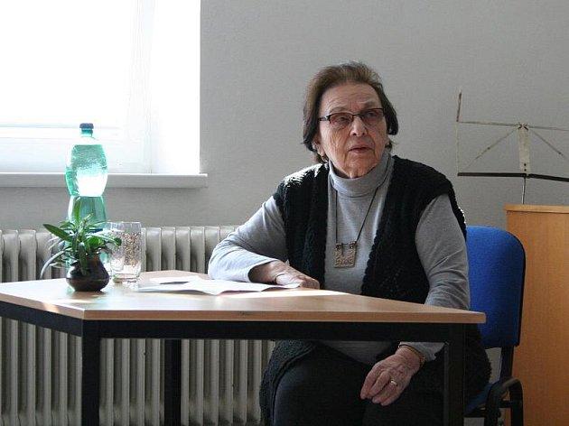 Napínavý příběh Dagmar Šímové vyslechly kunštátské děti v úterý na besedě ve škole. Poslechly si také zhudebnění veršů židovských dětí, které skončily v koncentračních táborech.