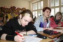 Studenti 3. A blanenského gymnázia byli k tamním radním kritičtí. Na vysvědčení se jim nebáli nasázet trojky a čtverky.