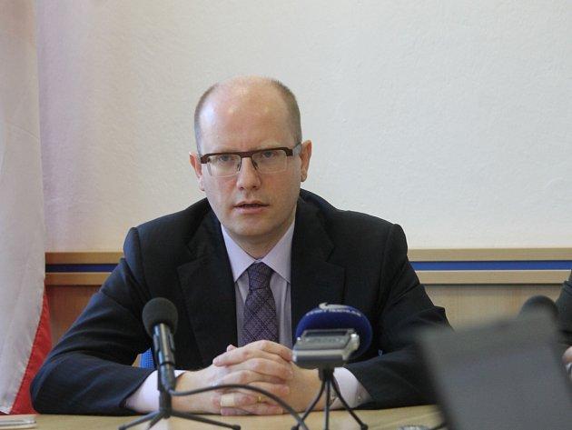 Setkání s novináři předcházelo premiérovo jednání s vedením Blanska.
