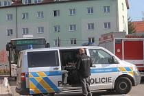 Důchodce, kterého srazil autobus na křižovatce ulice 9. května a náměstí Míru, na místě zemřel.