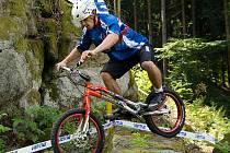 S vítězstvím Václava Koláře na sobotním čtvrtém závodu Mistrovství České republiky se tak trochu dalo počítat. Že ale biketrialista Kolář své soupeře takto vyškolí, to asi nečekal nikdo.