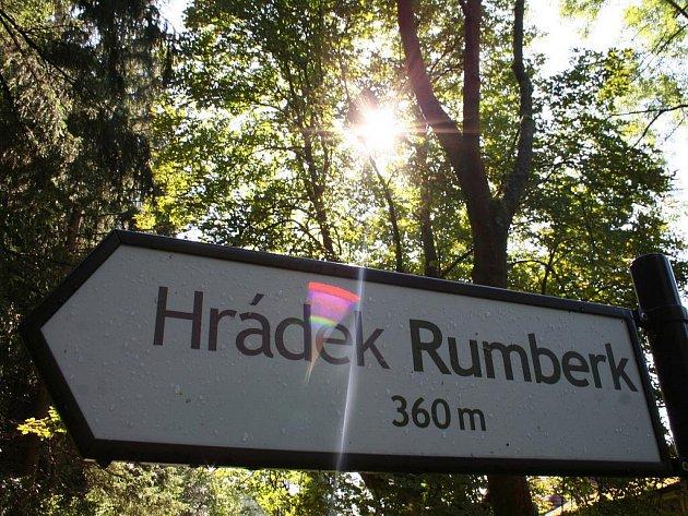 Archeologové odkryli zbytky hrádku Rumberk.