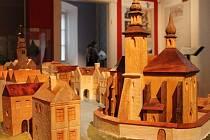 BOSKOVICE ZE DŘEVA. Dřevěný model města Boskovice vyrobil pro tamní muzeum kořenecký řezbář Jiří Vraj.