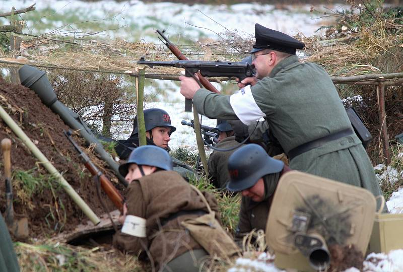 Ve Skalici nad Svitavou se v sobotu bojovalo. Vojenští nadšenci tam předvedli bitvu z druhé světové války.