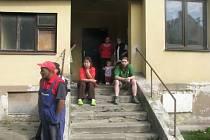 Do ubytovny pro sociálně slabé v Jungmannově ulici v Blansku zavítali v úterý představitelé města. S obyvateli zařízení mluvili o aktuálních problémech a představili jim nový domovní řád.