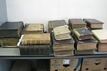 Knihy ukradené z fary ve Křtinách.