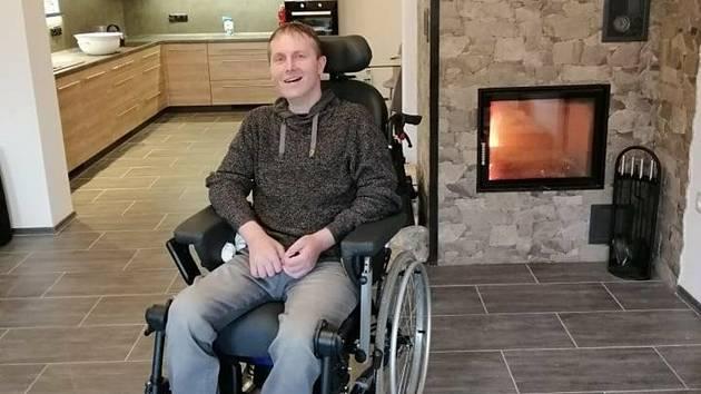 Záchranář, který po mozkové příhodě ochrnul.