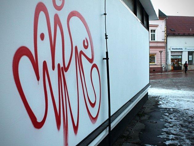 Některá díla sprejerů v centru Blanska.