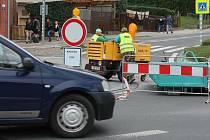 V Blansku začala oprava kruhového objezdu u vlakového nádraží. Řidiči musejí dva měsíce počítat s částečnou uzavírkou.