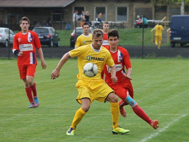 Fotbalisté Bořitova (ve žlutém) porazili doma v I. A třídě rezervu Líšně 2:1. Po gólech Fojta a Janíčka.