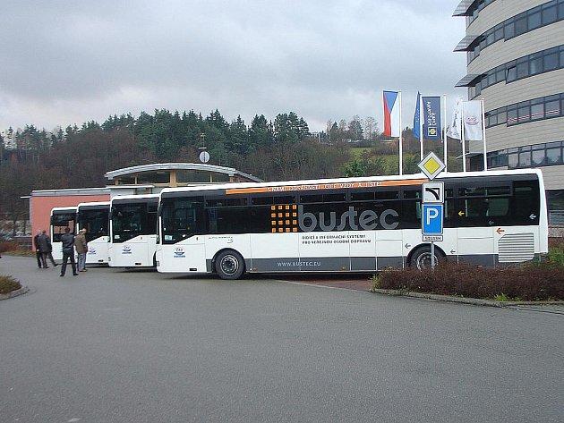 Nové nízkopodlažní autobusy se budou prohánět Jedovnickem. Moderní přírustky přikoupilo do svého vozového parku vedení ČAD Blansko tento týden.