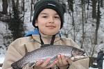 Na Oborském rybníku v Černé Hoře je lov na dírkách mezi rybáři velmi populární. Pod ledem loví pstruhy a siveny.