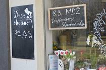 Květinářství zvou i letos k nákupu kytičky pro dámy a dívky.