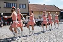 Město Kunštát a Kruh přátel umění uspořádal v neděli odpoledne na náměstí Krále Jiřího promenádní koncert doplněný o vystoupení mažoretek. K poslechu i do rytmu k tanci hrál Velký dechový orchestr ZUŠ Letovice pod vedením Petra Křivinky.