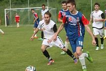 Fotbalisté Blanska (v modrém) v zápase proti Vrchovině. Ilustrační foto.