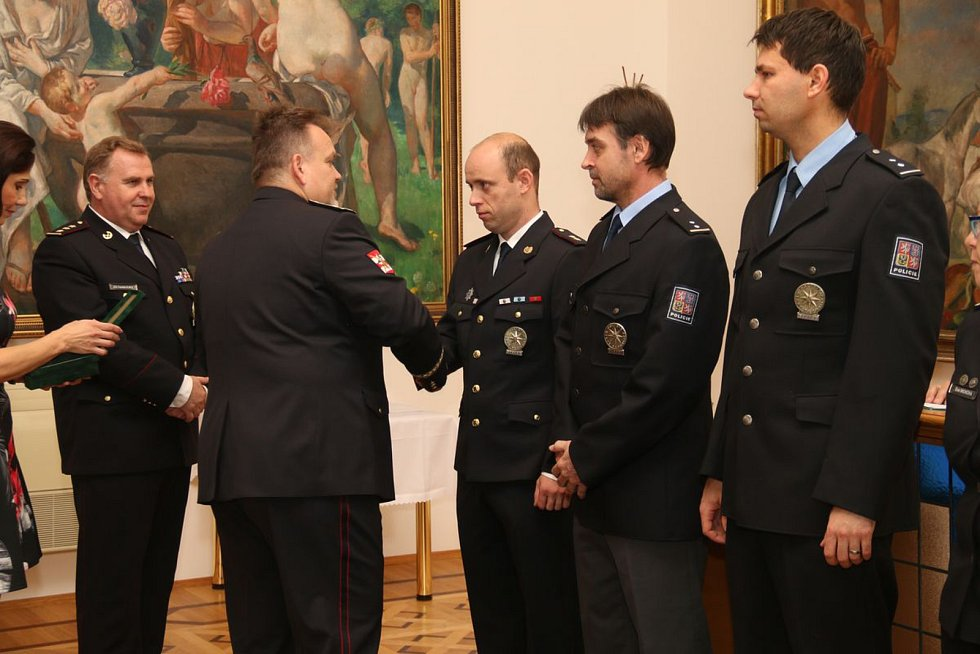 V Hodoníně odměnili policisty za jejich služby.