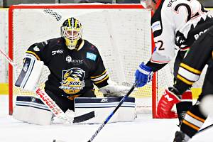 V okresním derby krajské ligy porazili hokejisté Minervy Boskovice (bílé dresy) sokoly z Březiny 8:3.