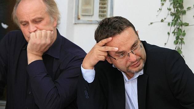 Ministr školství Josef Dobeš (vpravo) ve čtvrtek navštívil areál Žalov v Hodoníně u Kunštátu.