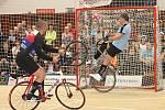 V Letovicích se konalo mistrovství republiky v sálové cyklistice. Novými českými šampiony v kolové jsou otec a syn Jiří Hrdličkovi.