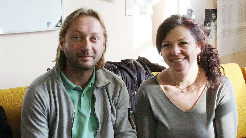 Manželé Bartoňovi ze Sloupu v Moravském krasu vedou rodinnou firmu na výrobu ponožek. V nich nastupují například hráči kolové ze Svitávky.
