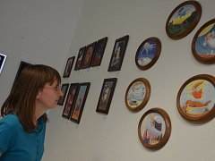 V knihovně v Blansku vystavuje svá díla malířka Jaroslava Fišerová.