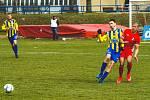 Fotbalový útočník Claude Lhotecký (vlevo) naskočil v blanenském dresu do pěti druholigových duelů.