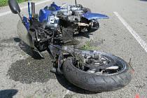 Následky nehody mezi Blanskem a Šebrovem.
