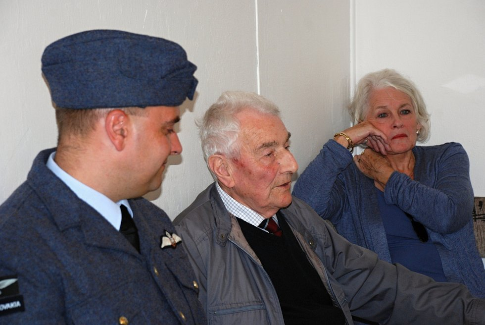 V září 2012 navštívil Zbyšek Nečas s manželkou Rosemary Sloup. A také polní letiště v sousedních Kotvrdovicích, kde měl besedu. Na snímcích je v uniformě další člen RAF Emil Boček.