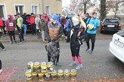 Na festivalu Rajbas v Blansku si lidé vyzkoušeli běh se sudem limonády v batohu.