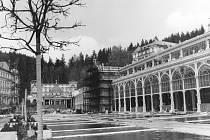 Neobarokní mariánskolázeňská kolonáda byla odlita v Blansku a smontována až na místě. Přečkala obě světové války, postupem času začalo i toto dílo chátrat. Naštěstí se v roce 1977 dočkalo důkladné rekonstrukce. Ta skončila až v roce 1986.