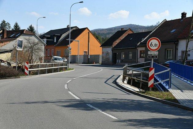 Dopravu vBoskovicích komplikuje snížení nosnosti mostu na Dukelské ulici. Kraj zvažuje jeho opravu.