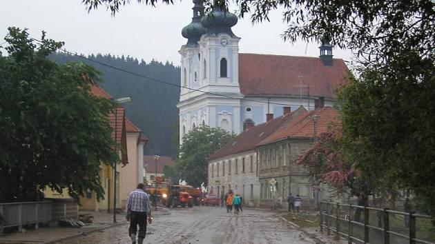 Sloup 2003. Velká voda se prohnala obcí a napáchala velké škody.