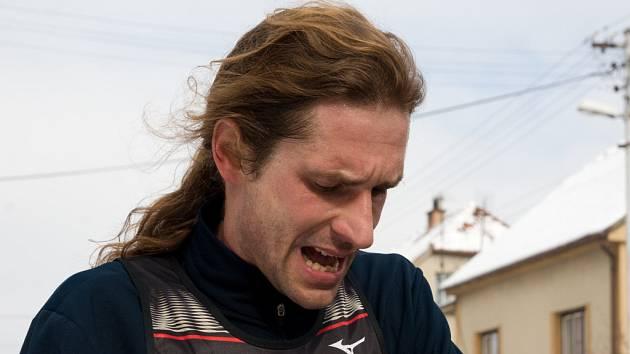 Brněnský běžec Daniel Orálek z Moravské Slavie obhájil loňské prvenství na Ráječkovské desítce a upevnil si vedoucí pozici v Brněnském běžeckém poháru.