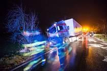 Kamion havaroval kvůli ledovce. Ilustrační foto.