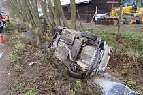 Škoda sto sedmdesát tisíc korun a lehké zranění řidičky. Tak dopadla v úterý dopoledne dopravní nehoda osobního auta nedaleko Křtin.