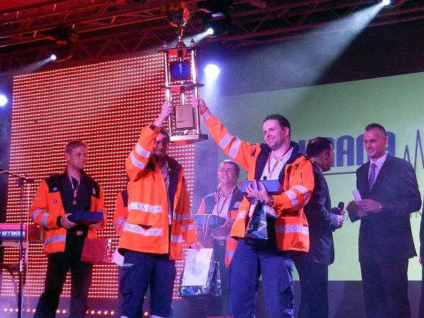 oskovičtí záchranáři Petr Chlup a Jan Antonín Babořík vyhráli mezinárodní soutěž Záchrana 2013vKošicích.