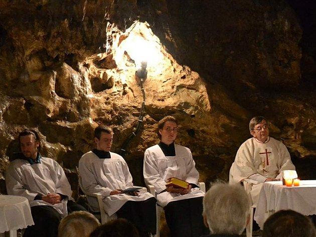 Mše svatá v Císařské jeskyni. Ilustrační foto.