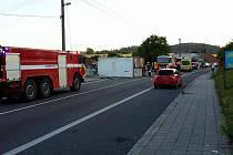 V Lažanech v pátek ráno havaroval kamion.