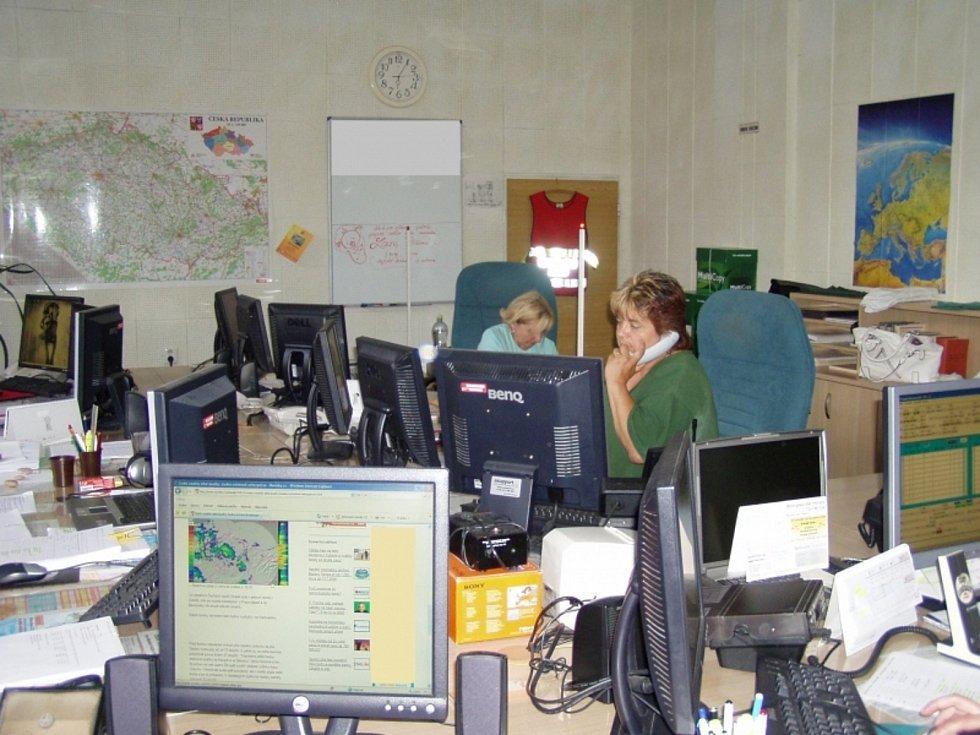 Pohled na operační středisko jihomoravských záchranářů před přibližně patnácti lety.
