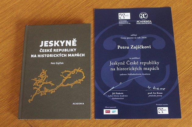 Kniha speleologa Petra Zajíčka získala ocenění.