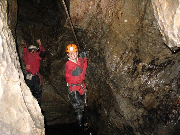 Vúžinách dosahuje voda do výšky dvou metrů, proto jsou zde natažena lana.