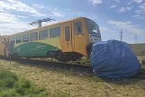 Vlak se s dodávkou střetl u Velkých Opatovic na Blanensku. Na nechráněném železničním přejezdu zabezpečeném pouze výstražnými kříži. 15.7.2020