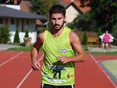 Běh Moravským krasem vyrovnal rekordní účast z předloňska, hlavní závod běželo 75 lidí.