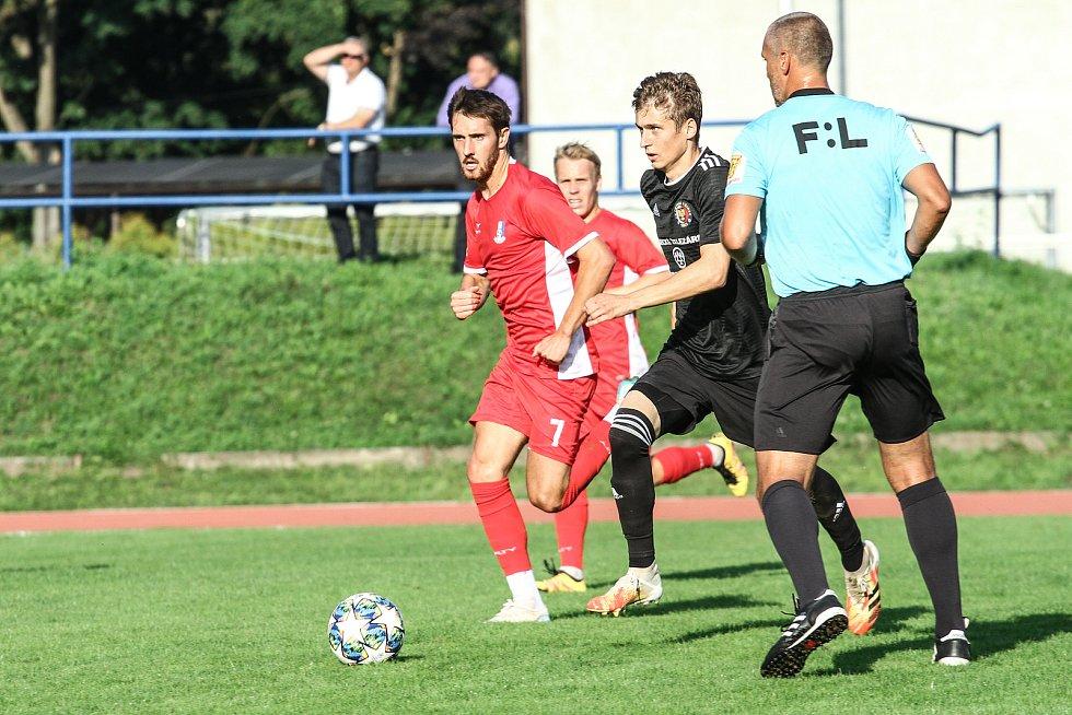Blanenští fotbalisté (v červeném) v reprezentační přestávce podlehli v přípravném utkání Třinci 0:1.