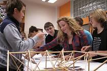 Letoviční středoškoláci připravili soutěžní dopoledne pro deváťáky.