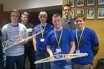 Letovičtí studenti zabodovali na soutěži Bridge Builder Contest.