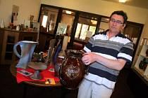 Díla vzniklá na hrnčířském kruhu pod rukama vynalézavých umělců budou moci v sobotu obdivovat návštěvníci galerie Kunštátské keramiky. V Kunštátě tak kromě současných výrobků uvidí i díla z dávné historie. Užité umění mohou zhlédnout do konce září.
