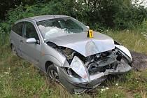 Řidička fordu v sobotu před půl sedmou večer před Lednicí nečekaně vybočila ze silnice. Přestože cestou přerazila vzrostlou trnku, vyvázla bez vážnějšího zranění. Nehodu na místě šetřili policisté.